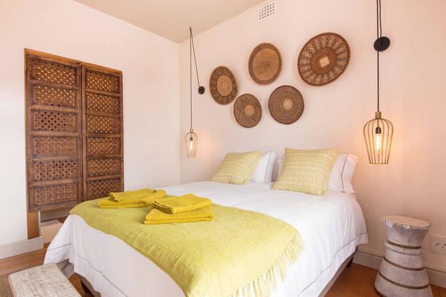 deluxe double room bed